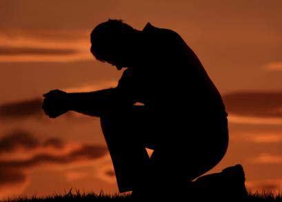 الرب يمسح دموعنا المنسكبة في صلاتنا وضيقنا وتجاربنا